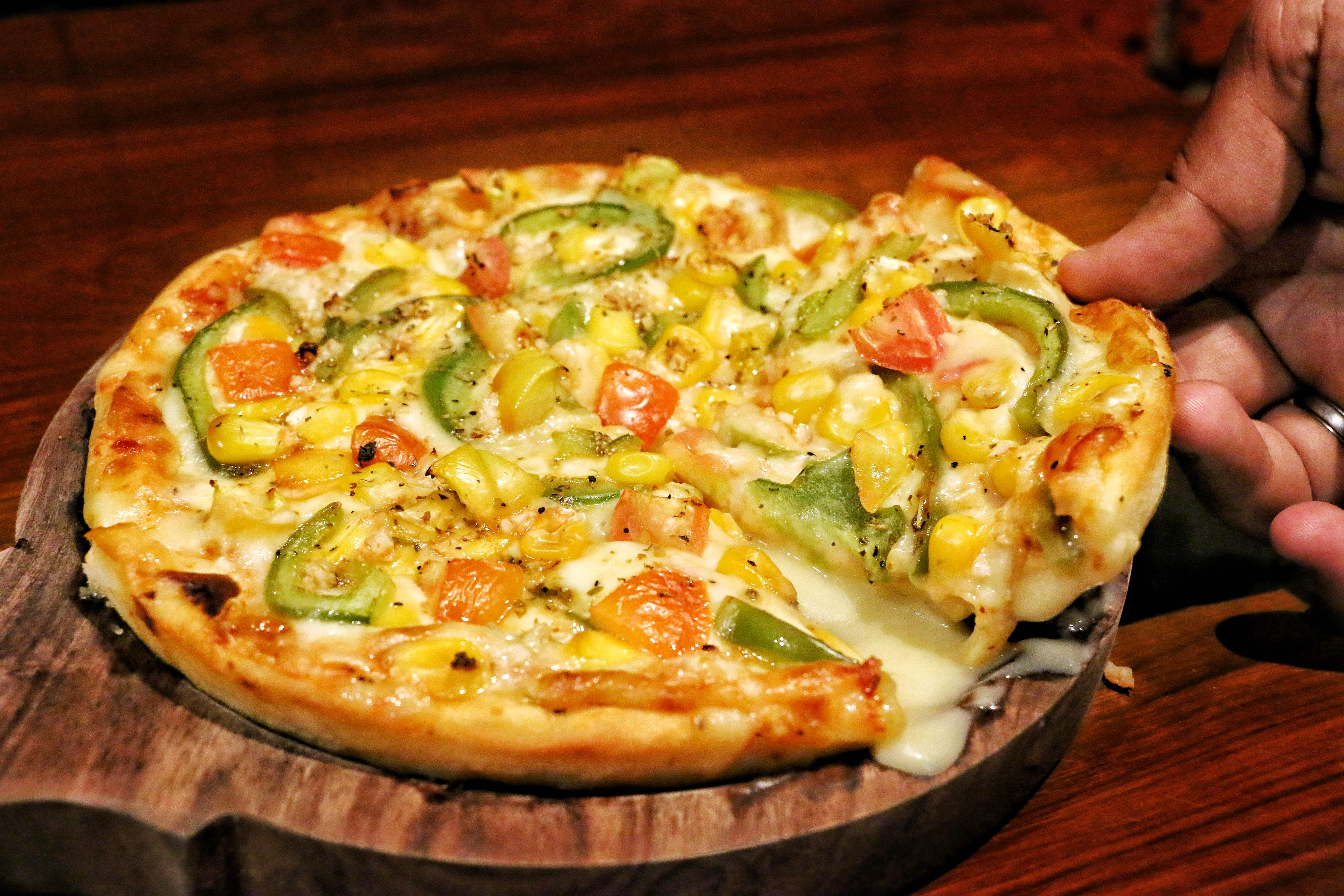 Dish,Food,Cuisine,Pizza,California-style pizza,Ingredient,Pizza cheese,Tarte flambée,Flatbread,Italian food