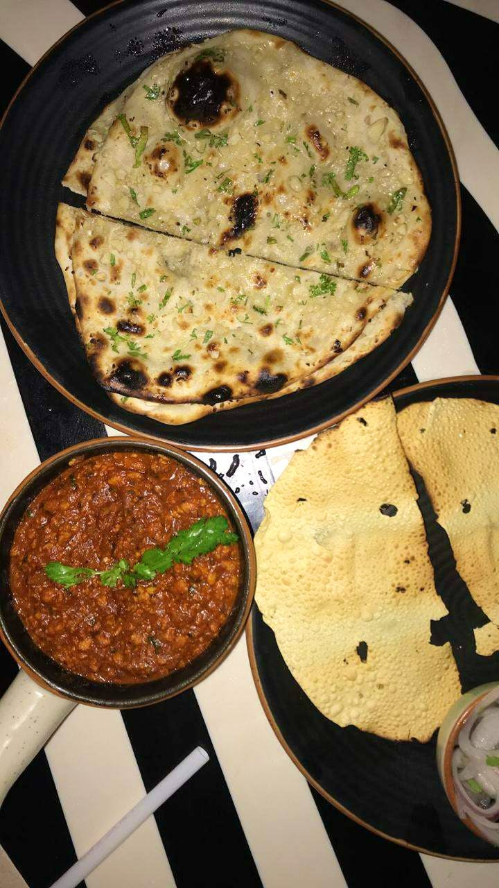 Food,Dish,Cuisine,Ingredient,Roti,Flatbread,Chapati,Naan,Indian cuisine,Paratha