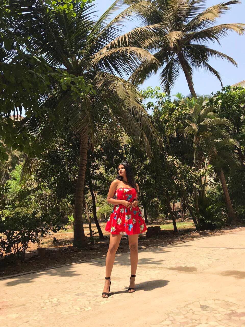 Tree,Clothing,Palm tree,Vacation,Arecales,Plant,Botany,Summer,Woody plant,Fashion
