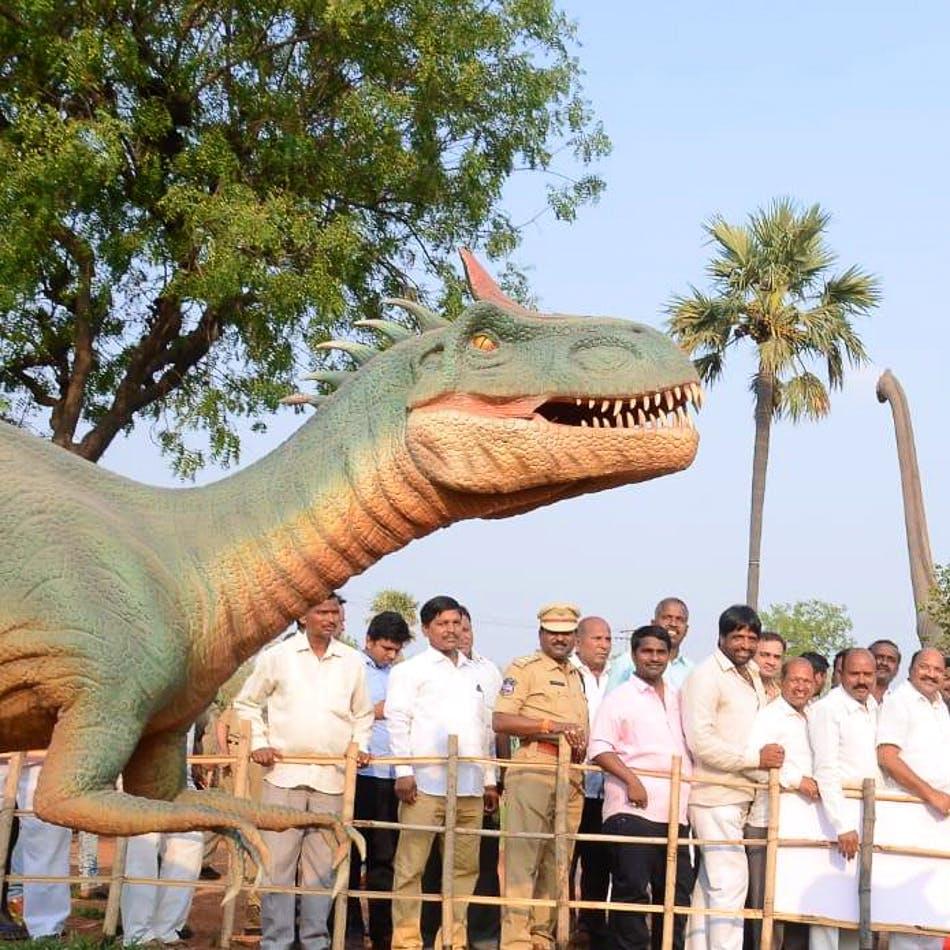 Dinosaur,Tyrannosaurus,Tree,Fun,Adaptation,Statue,Tourism