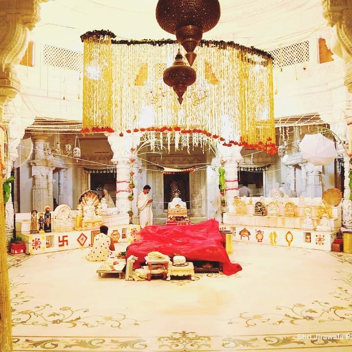 Holy places,Building,Illustration,Architecture,Temple,Hindu temple,Temple,Place of worship,Interior design,Furniture