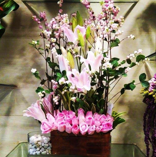 Flower,Floristry,Flower Arranging,Floral design,Plant,Pink,Cut flowers,Artificial flower,Flowering plant,Bouquet