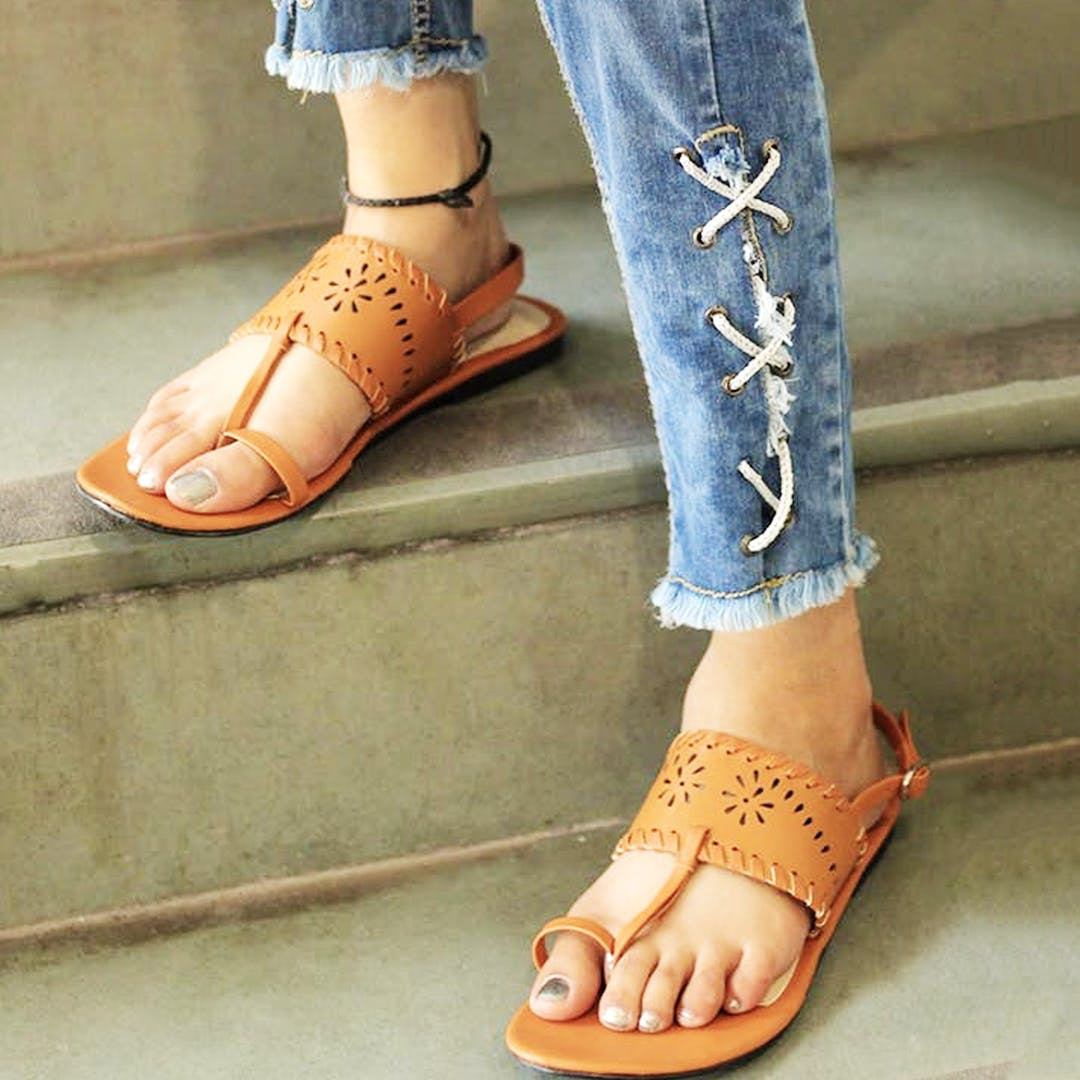 Footwear,Sandal,Leg,Ankle,Toe,Human leg,Shoe,Jeans,Joint,Fashion