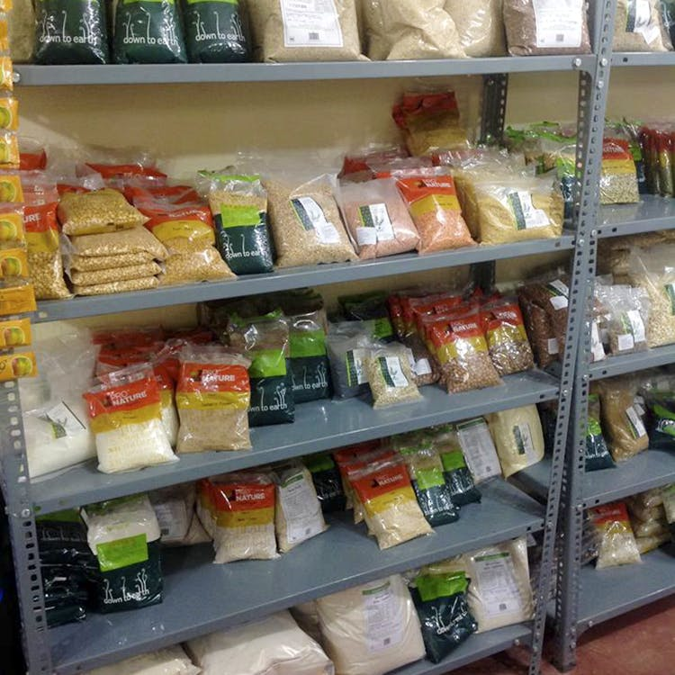 Grocery store,Product,Convenience food,Supermarket,Pantry,Preserved food,Food storage,Frozen food,Convenience store,Retail