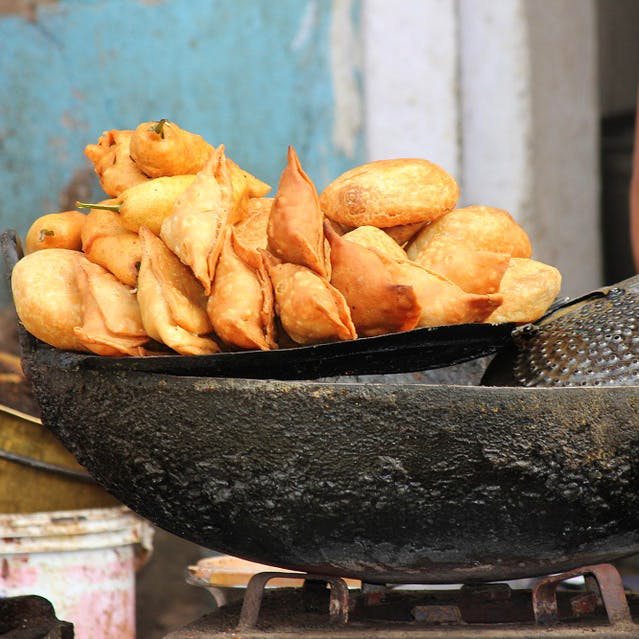 Food,Dish,Fried food,Cuisine,Deep frying,Side dish,Frying,Ingredient,Empanada,Street food