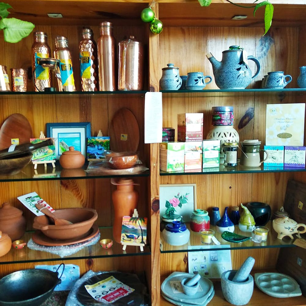 Shelf,Room,Pottery,Shelving,Porcelain,Collection,Ceramic,Furniture,House,Tableware
