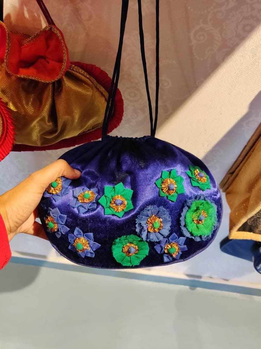 Bag,Handbag,Purple,Violet,Shoulder,Textile,Fashion accessory,Hobo bag,Luggage and bags,Pattern