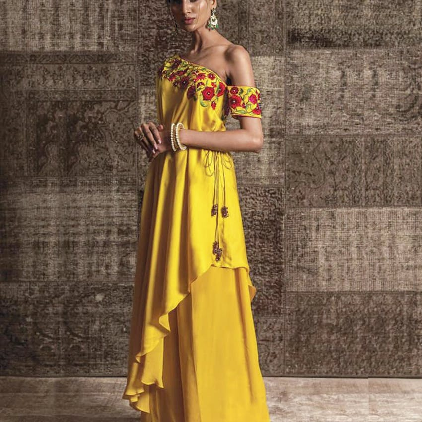 Clothing,Yellow,Dress,Shoulder,Fashion model,Formal wear,Gown,Fashion,Joint,A-line