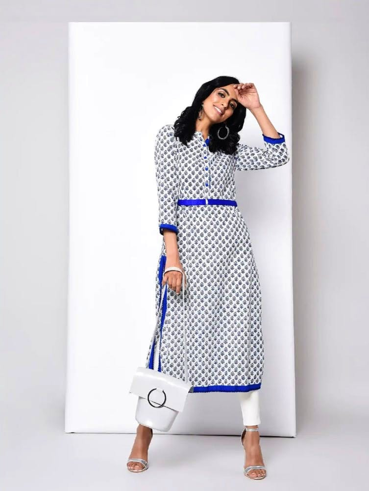Clothing,White,Blue,Dress,Shoulder,Sleeve,Neck,Pattern,Fashion,Day dress