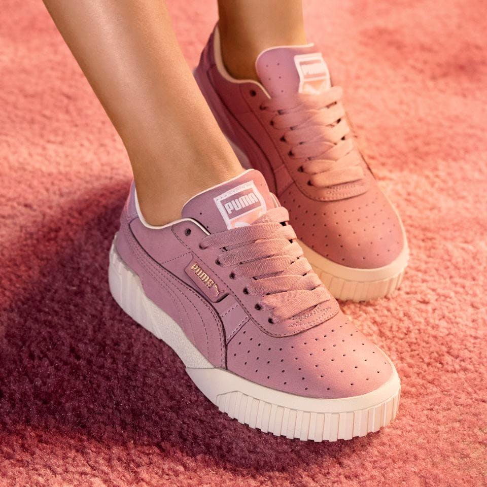 Shoe,Footwear,White,Pink,Sneakers,Skate shoe,Plimsoll shoe,Ankle,Leg,Walking shoe