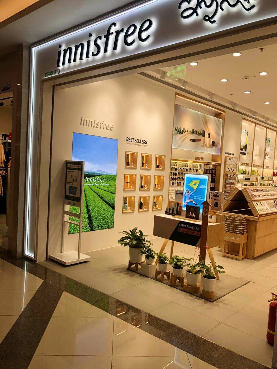 Product,Building,Outlet store,Shopping mall,Interior design,Retail,Footwear,Display case,Display window,Trade