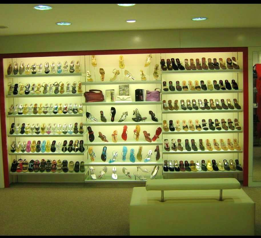 Display case,Building,Collection,Eyewear,Retail,Outlet store,Glasses