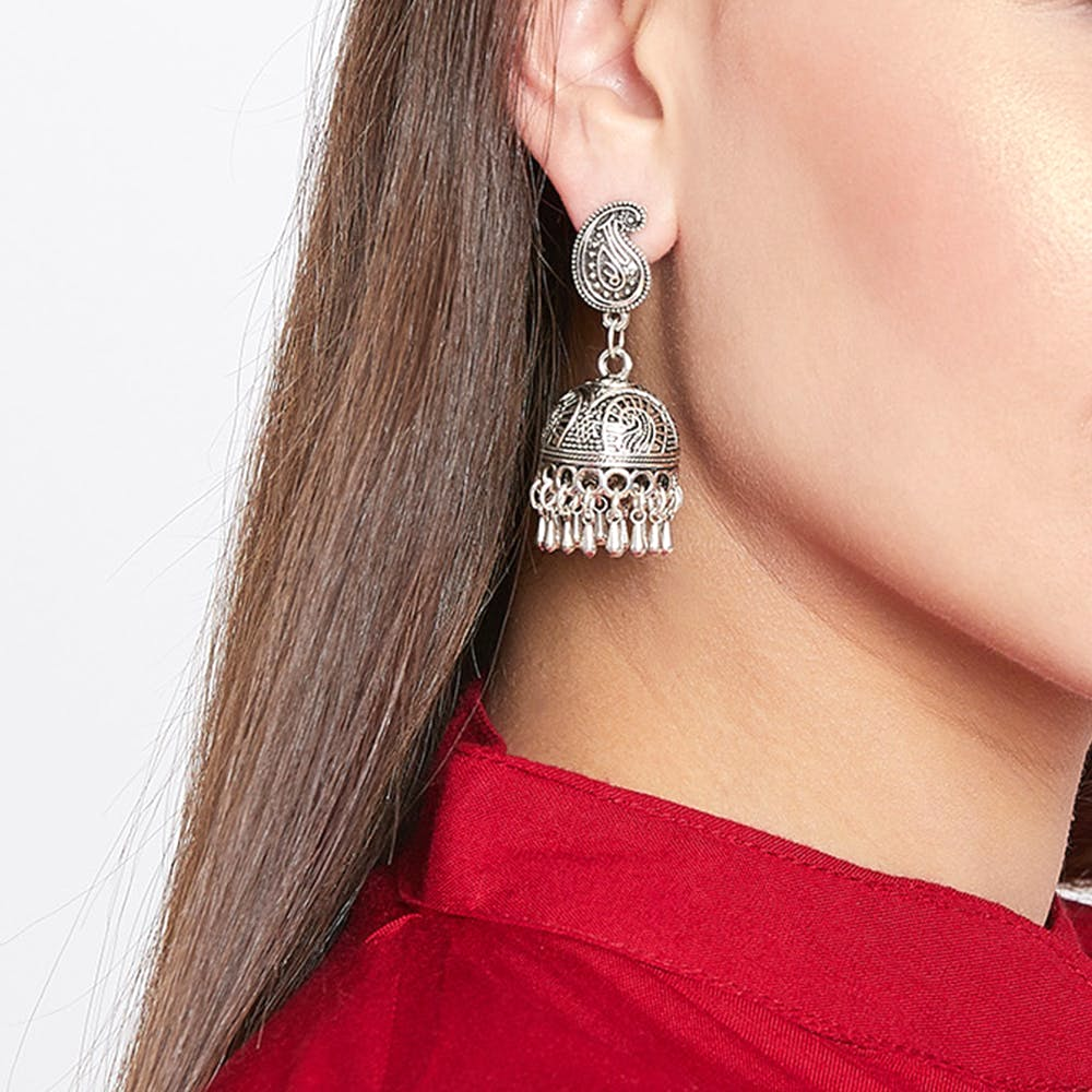 Earrings,Ear,Fashion accessory,Jewellery,Neck,Body jewelry,Silver,Magenta,Silver,Metal