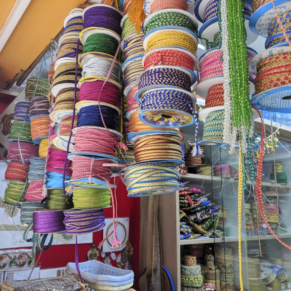 Wool,Textile,Thread,Bangle,Woolen,Bazaar,Market,Woven fabric,Fashion accessory