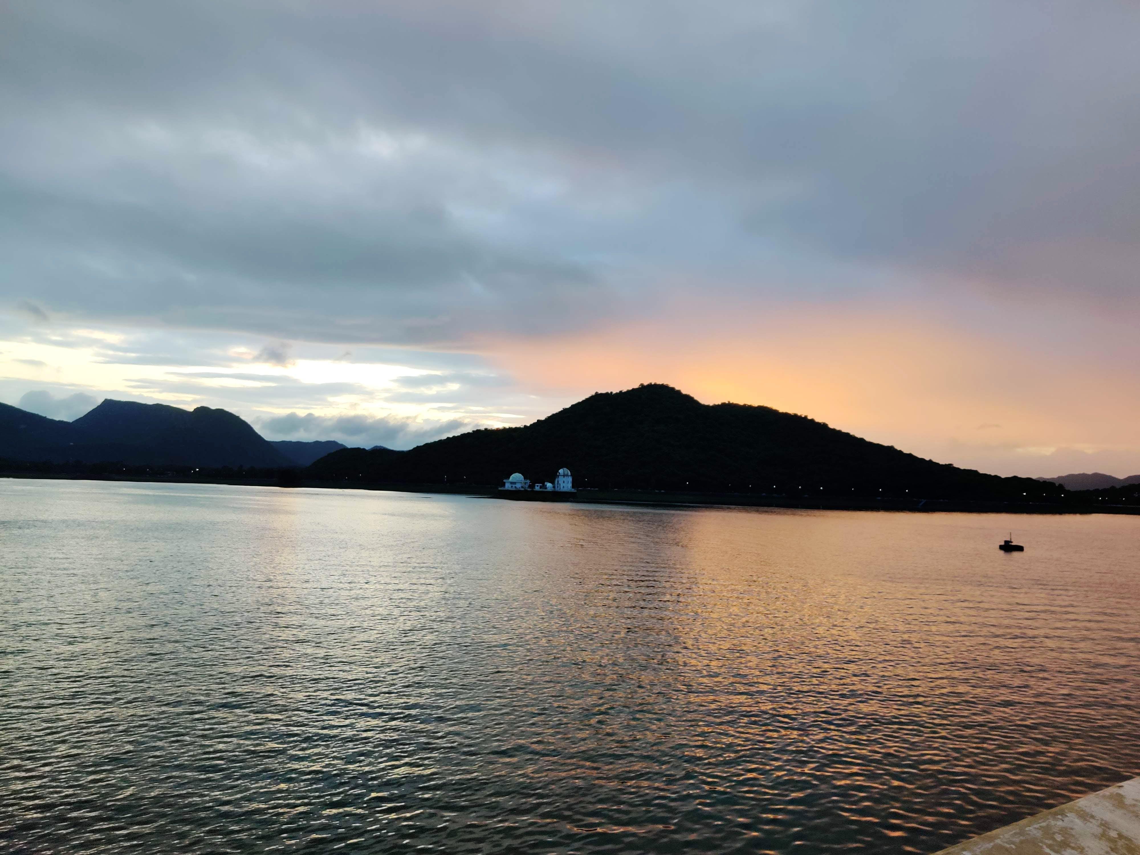 Body of water,Sky,Highland,Water,Mountain,Lake,Sea,Cloud,Loch,Mountainous landforms