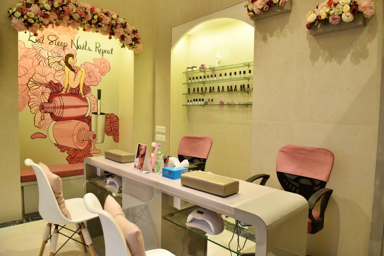 Room,Interior design,Property,Beauty salon,Building,Design,Furniture,Table,House,Plant