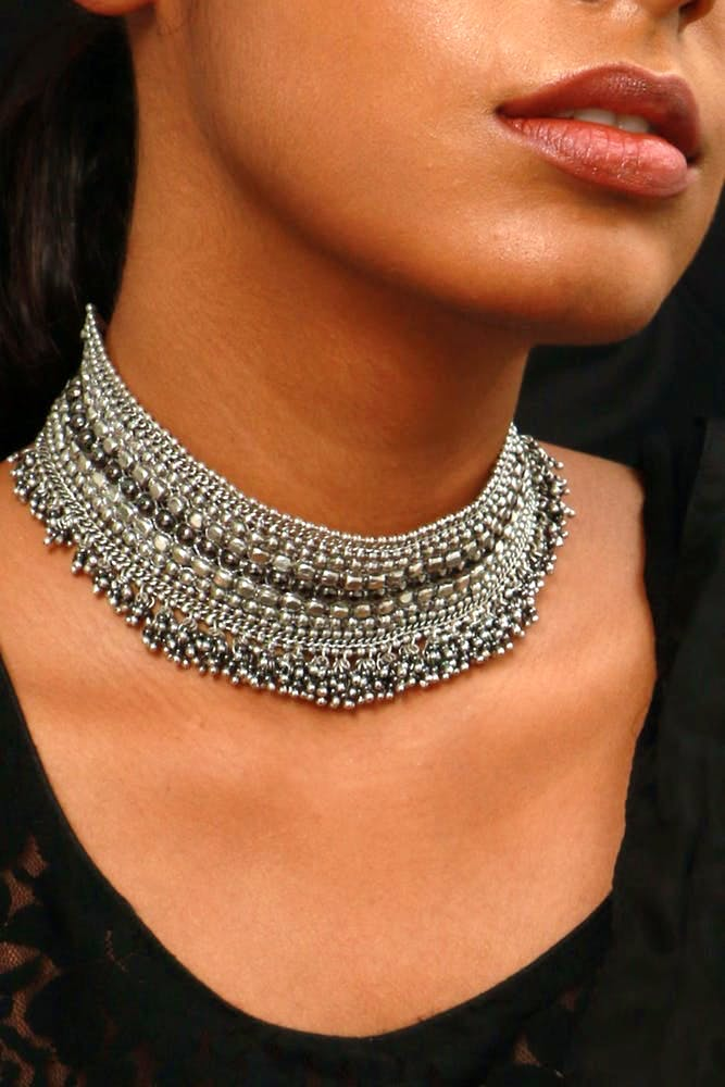 Necklace,Neck,Jewellery,Fashion accessory,Fashion,Choker,Chain,Body jewelry,Silver,Metal