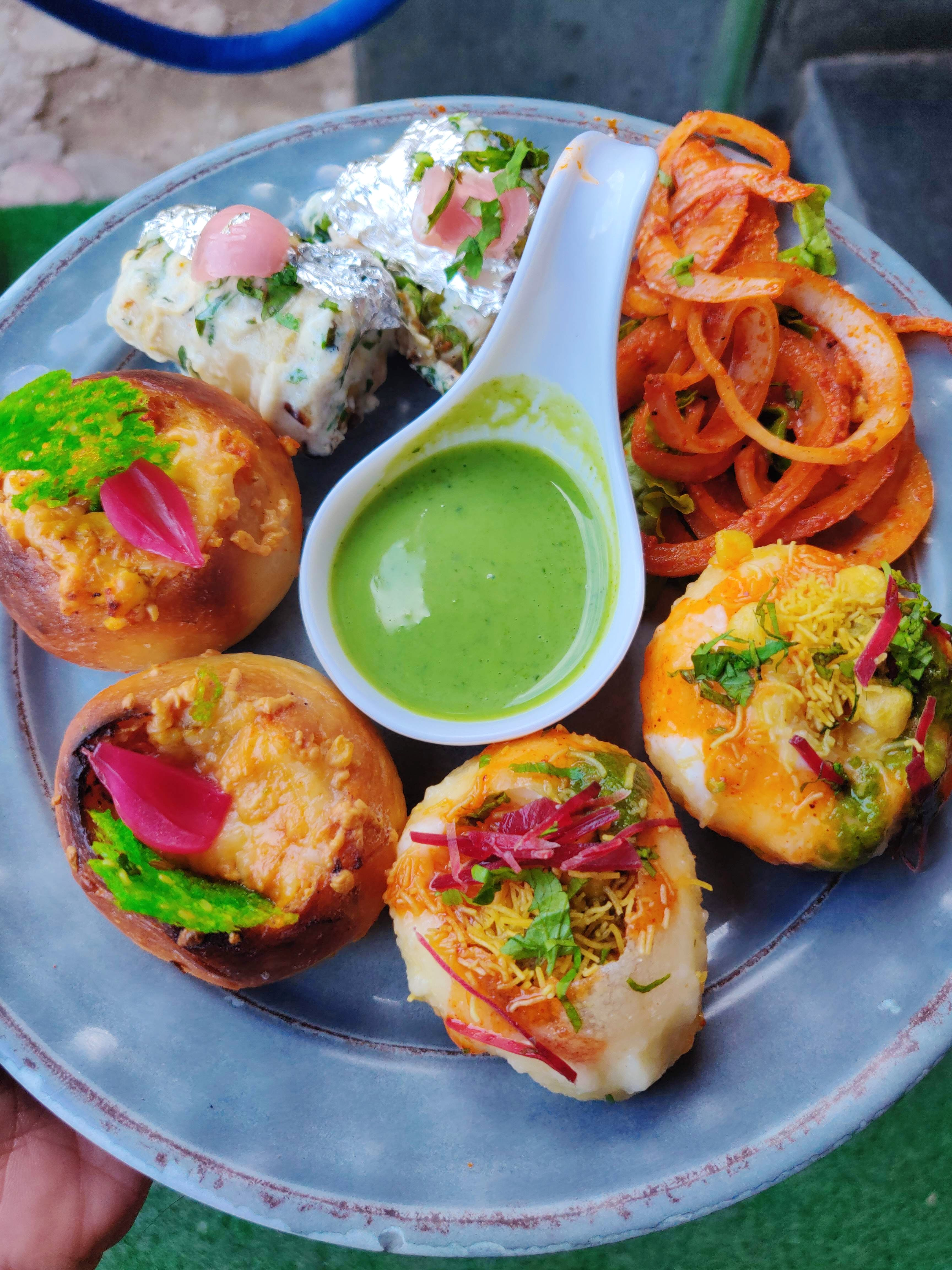Dish,Food,Cuisine,Ingredient,Fried food,Produce,Staple food,Finger food,Fritter,Chaat