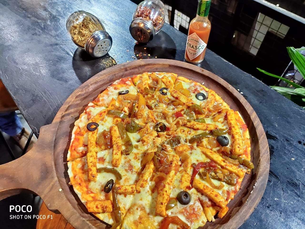 Dish,Food,Cuisine,Pizza,Pizza cheese,California-style pizza,Ingredient,Italian food,Pissaladière,Tarte flambée