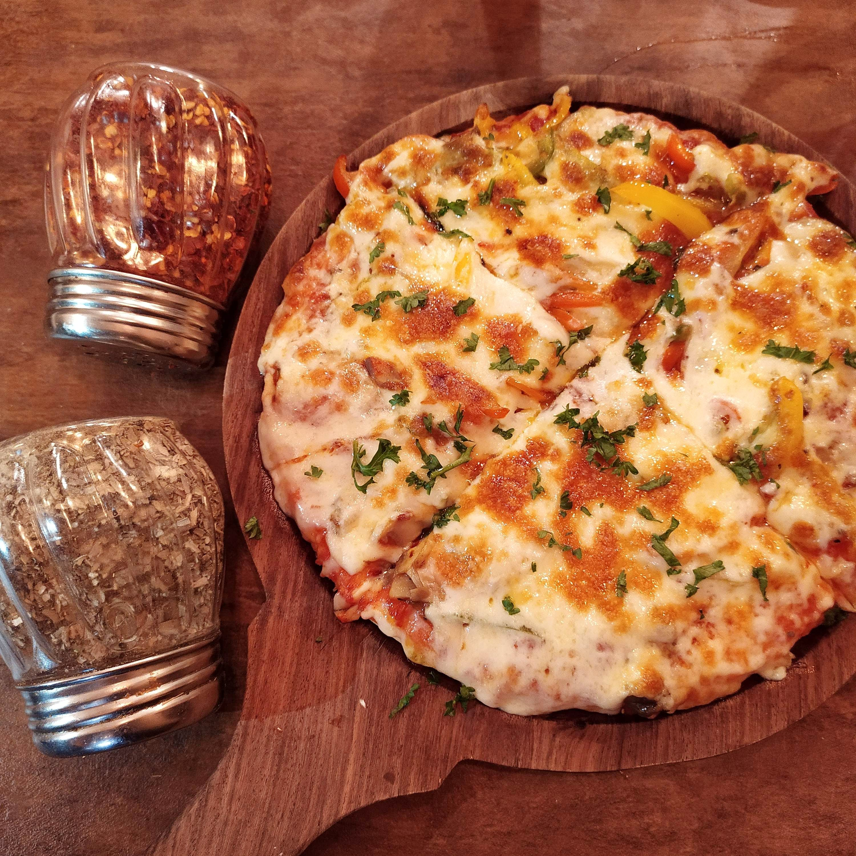 This Small Cafe Does Yum Pizzas & Pastas!