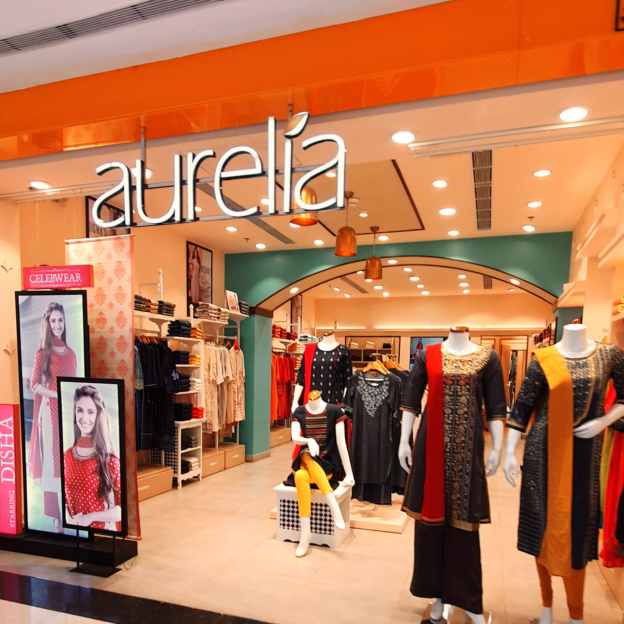 Boutique,Outlet store,Shopping mall,Building,Shopping,Fashion,Retail,Outerwear,Interior design,Display window