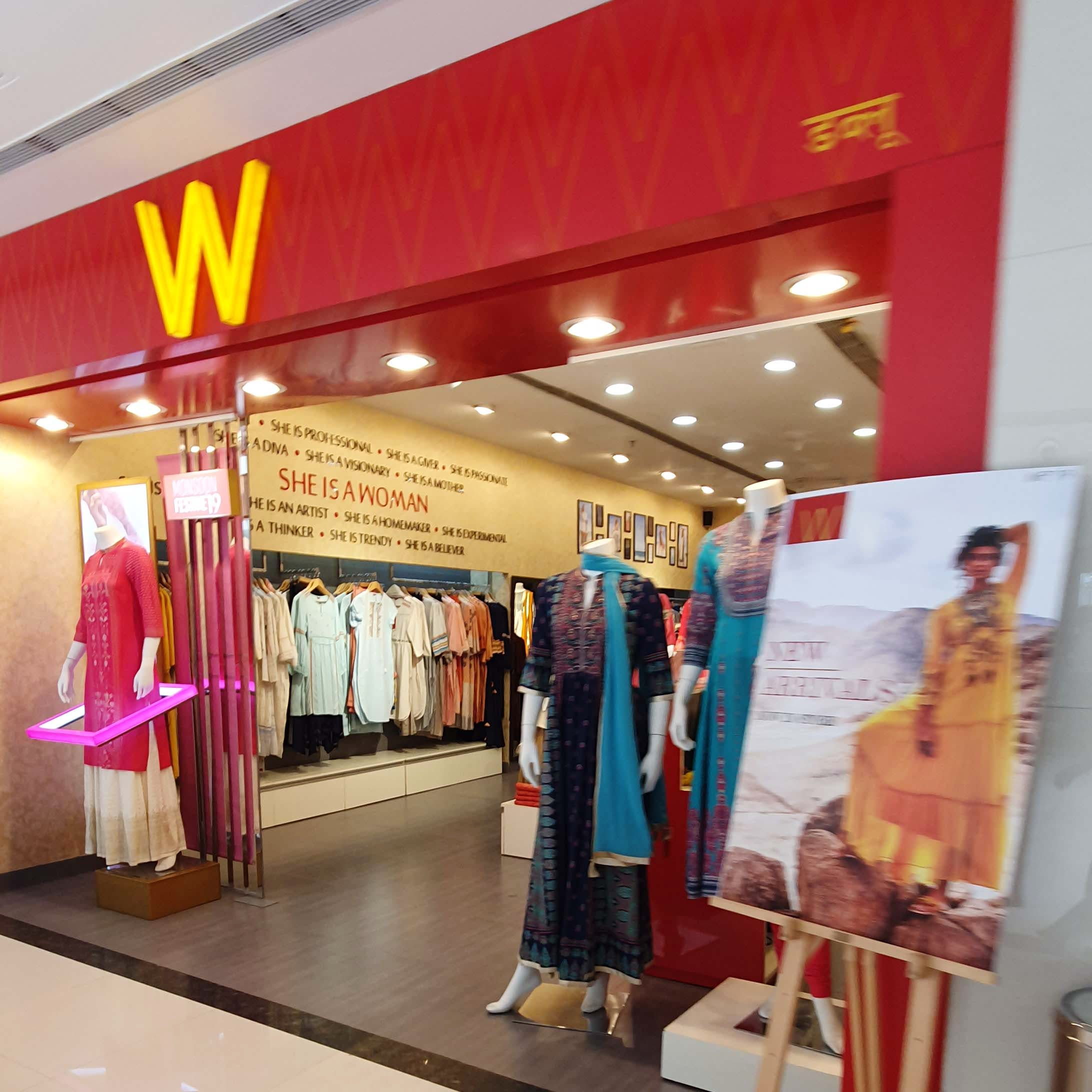 Boutique,Outlet store,Building,Shopping,Shopping mall,Retail,Event,Interior design,Ceiling
