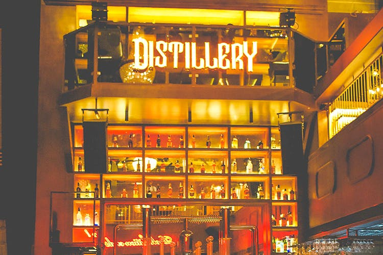 Visit Gurgaon's All-New Distillery & Dance To '20s Music, Sip On Cocktails And Chill On The Huge Terrace!