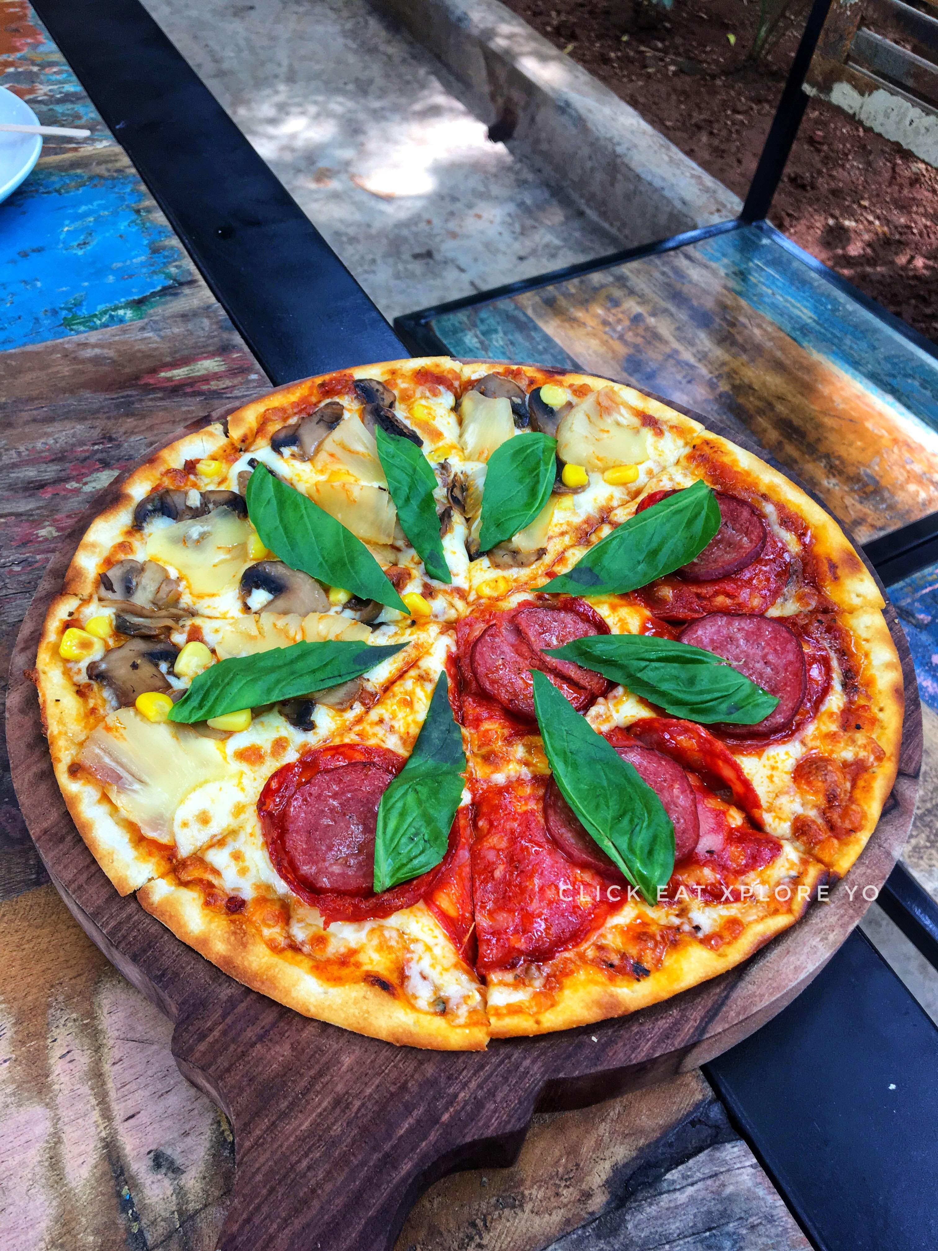 Dish,Food,Pizza,Cuisine,California-style pizza,Ingredient,Pizza cheese,Flatbread,Italian food,Recipe
