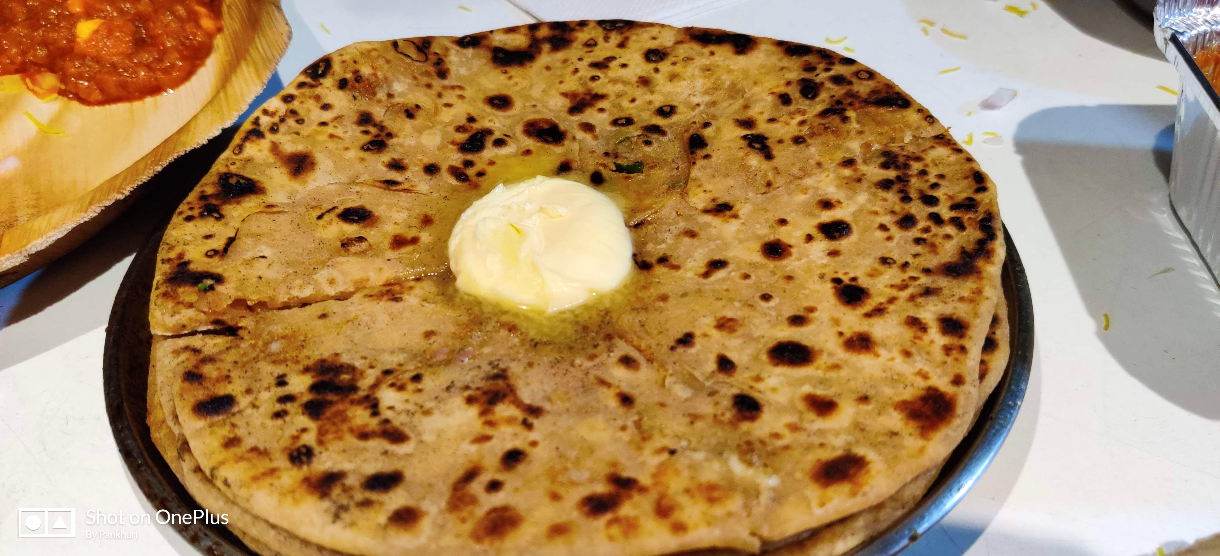 Dish,Food,Cuisine,Ingredient,Roti,Bazlama,Naan,Flatbread,Paratha,Baked goods