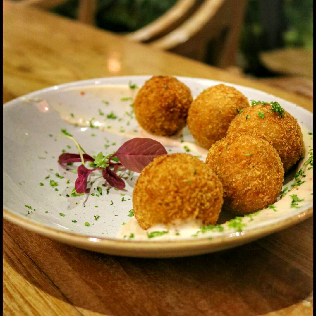 Dish,Food,Cuisine,Falafel,Ingredient,Arancini,Hushpuppy,Fried food,Croquette,Meatball