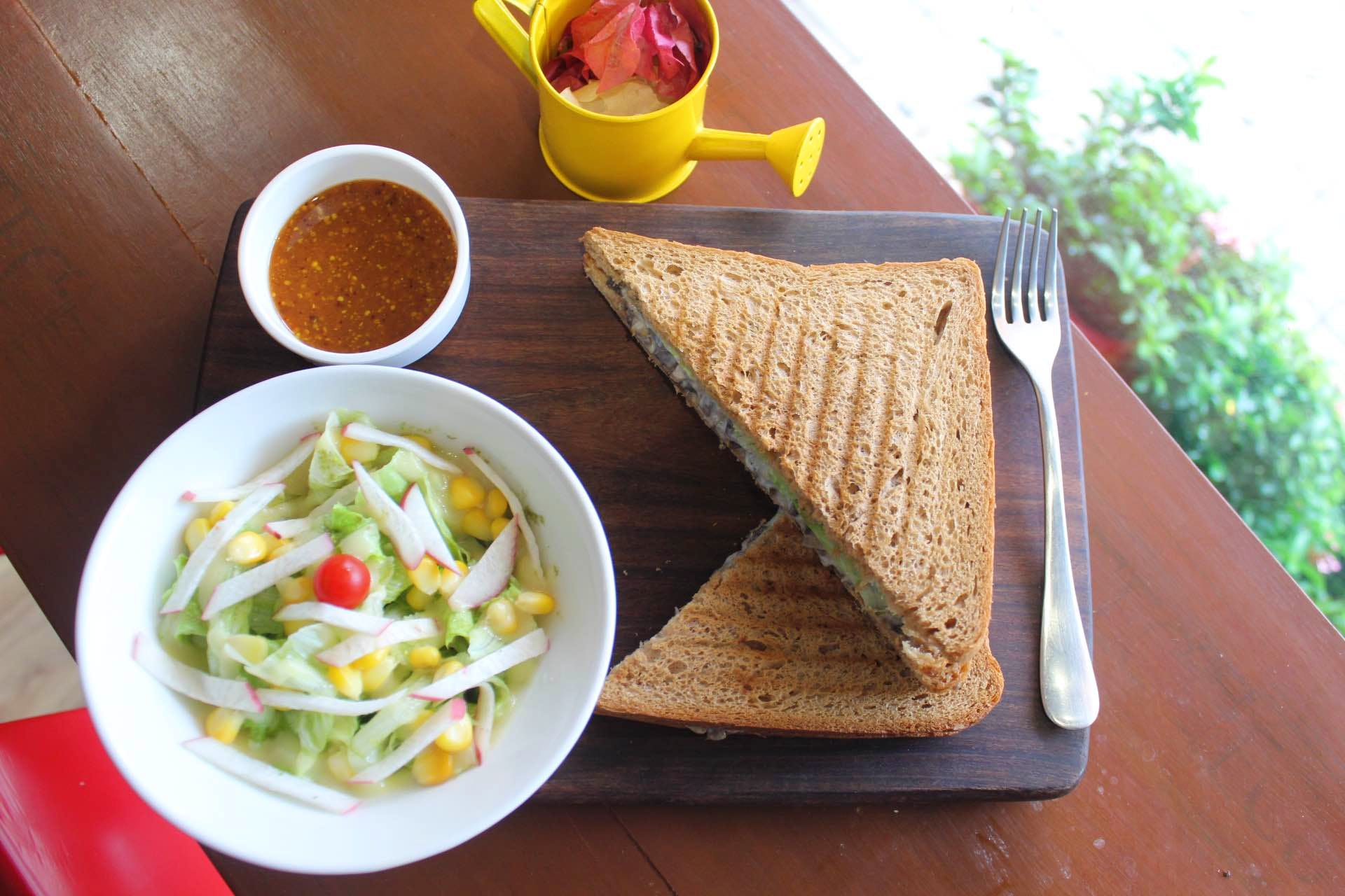 Get A Salad Subscription From This Cafe Now!