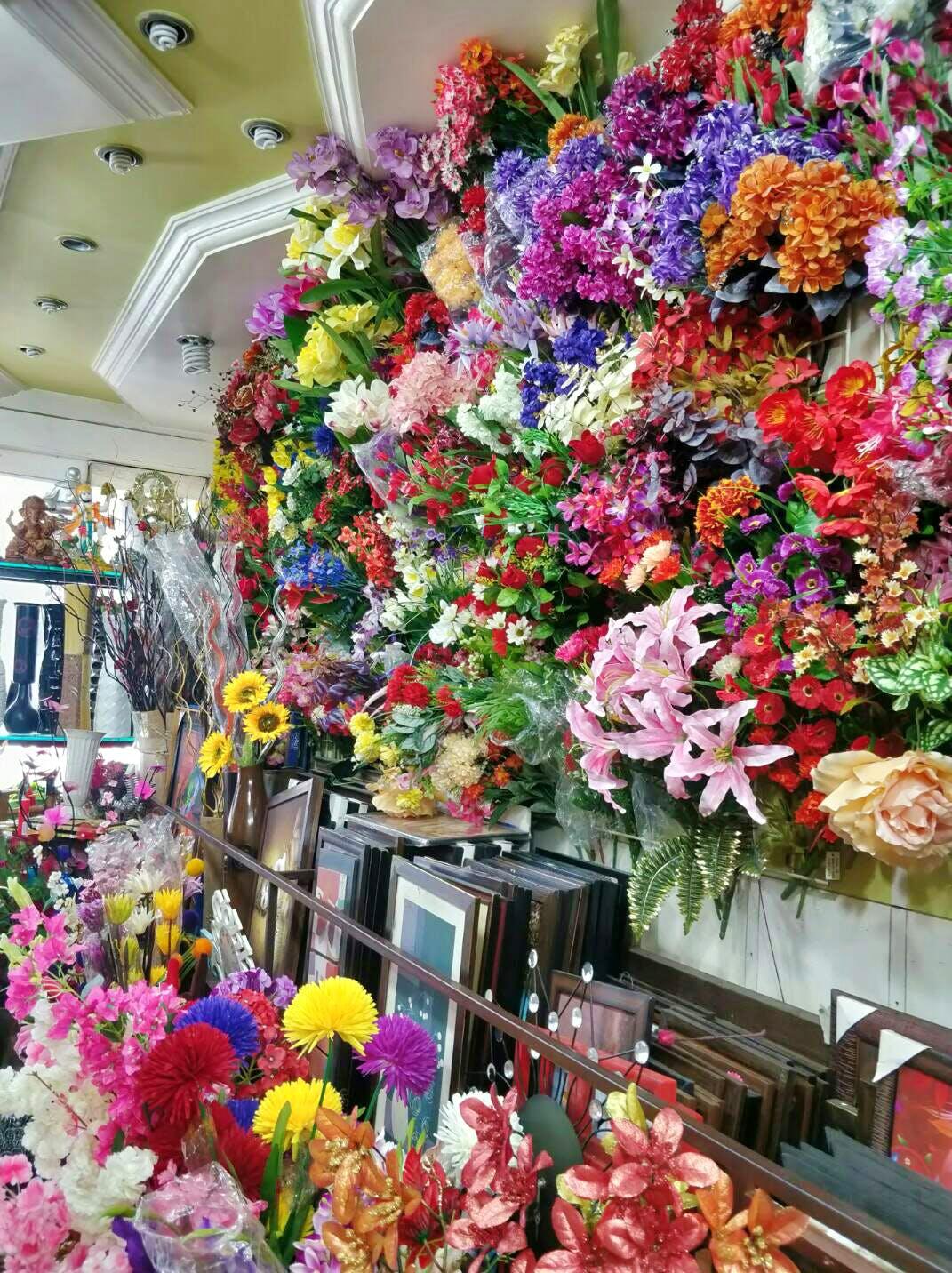 Floristry,Flower,Cut flowers,Artificial flower,Public space,Plant,Flower Arranging,Floral design,Market,Bouquet