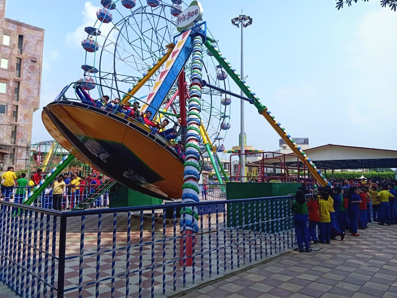 Amusement ride,Amusement park,Fun,Recreation,Fair,Park,Leisure,Tourist attraction,Nonbuilding structure,Event