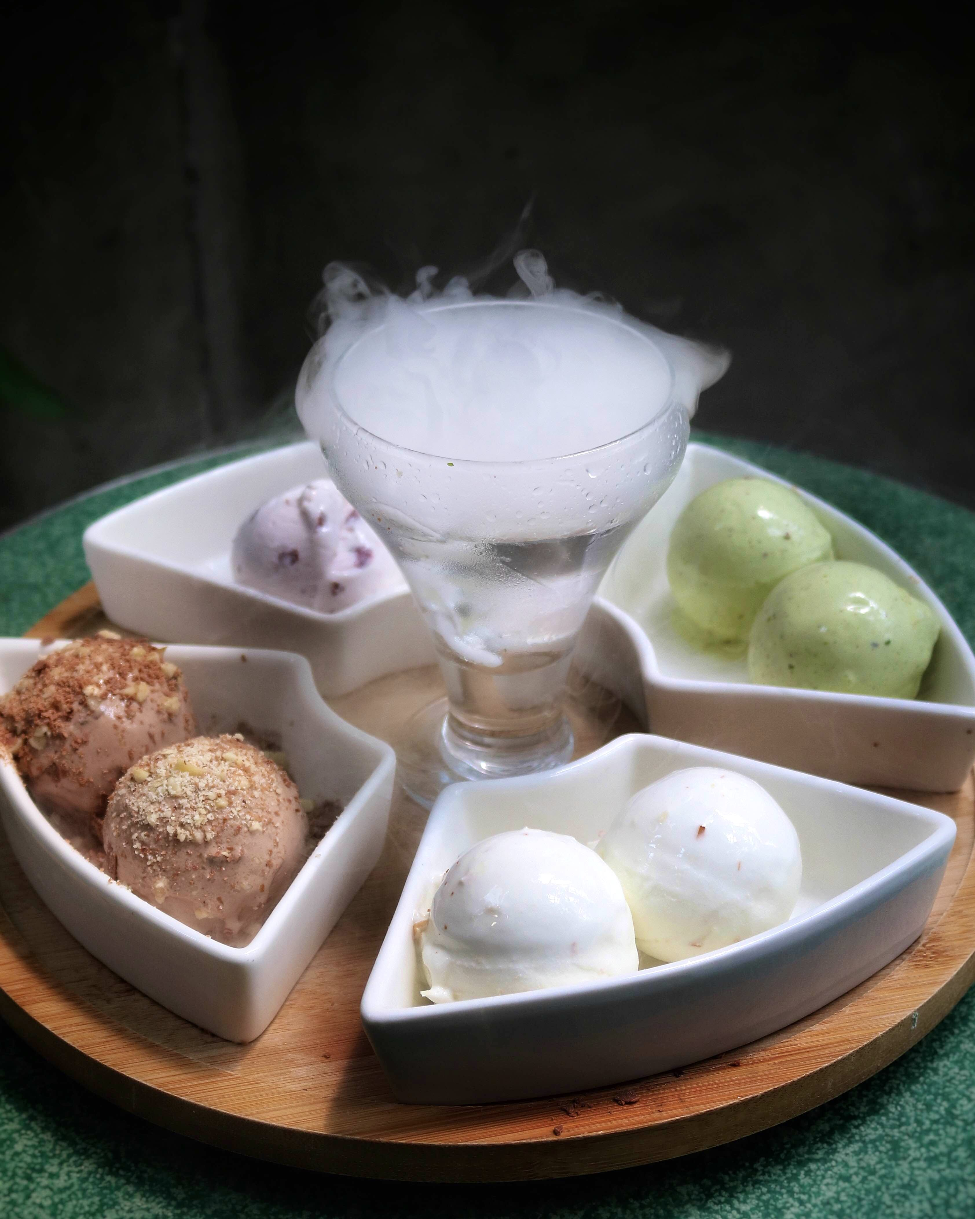 Ever Heard Of An Ice-Cream Platter? Head To Naturals Now!