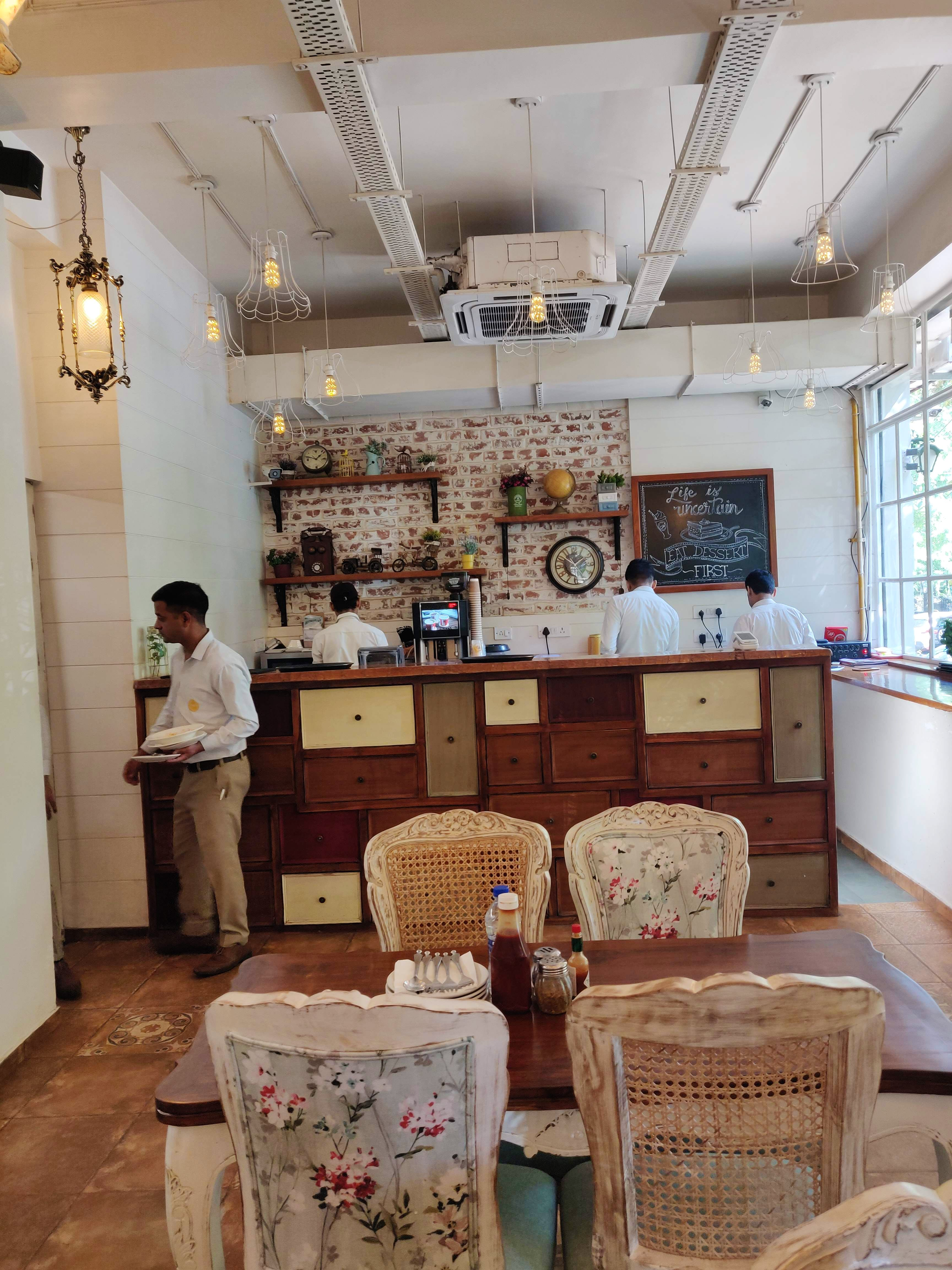 Love Pizza & Pastas, Visit This Quaint Victorian Styled Cafe In East Delhi