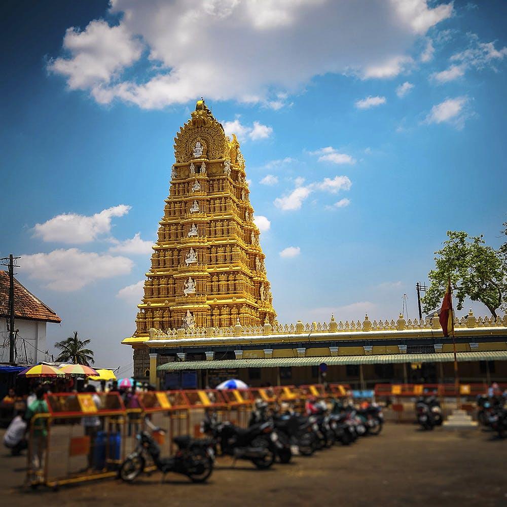 Landmark,Sky,Temple,Place of worship,Tower,Architecture,Hindu temple,Temple,Building,Tourism