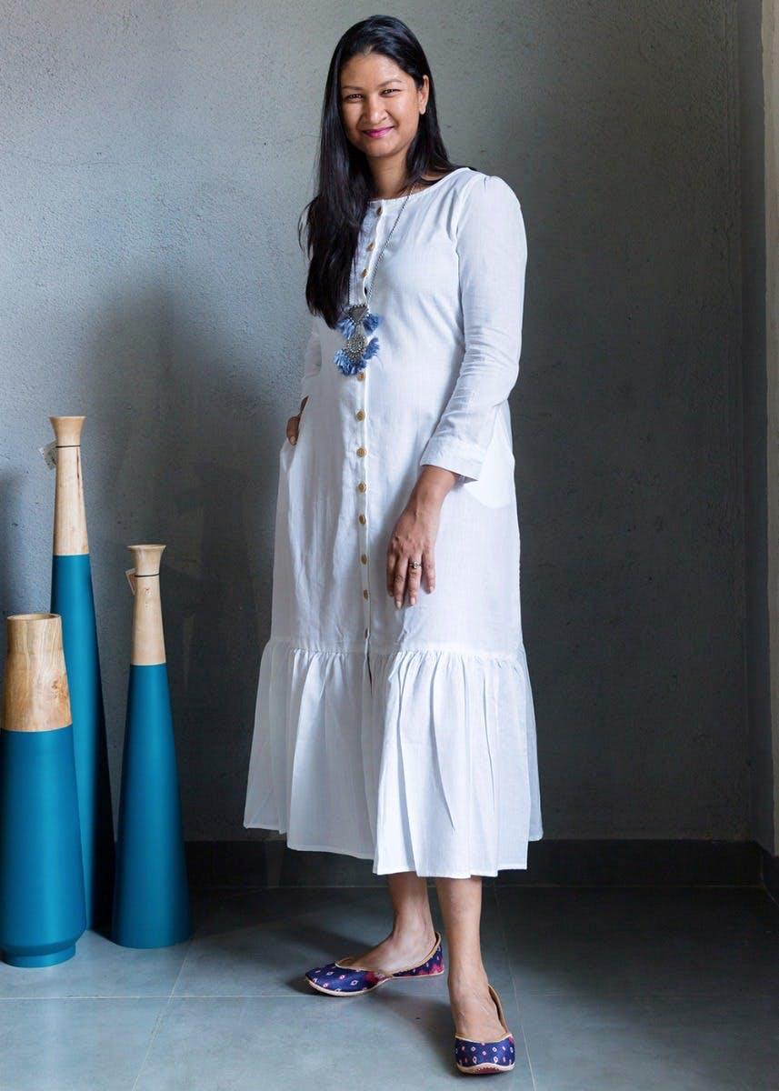 White,Clothing,Blue,Fashion,Formal wear,Dress,Fashion design,Outerwear,Photography,Photo shoot