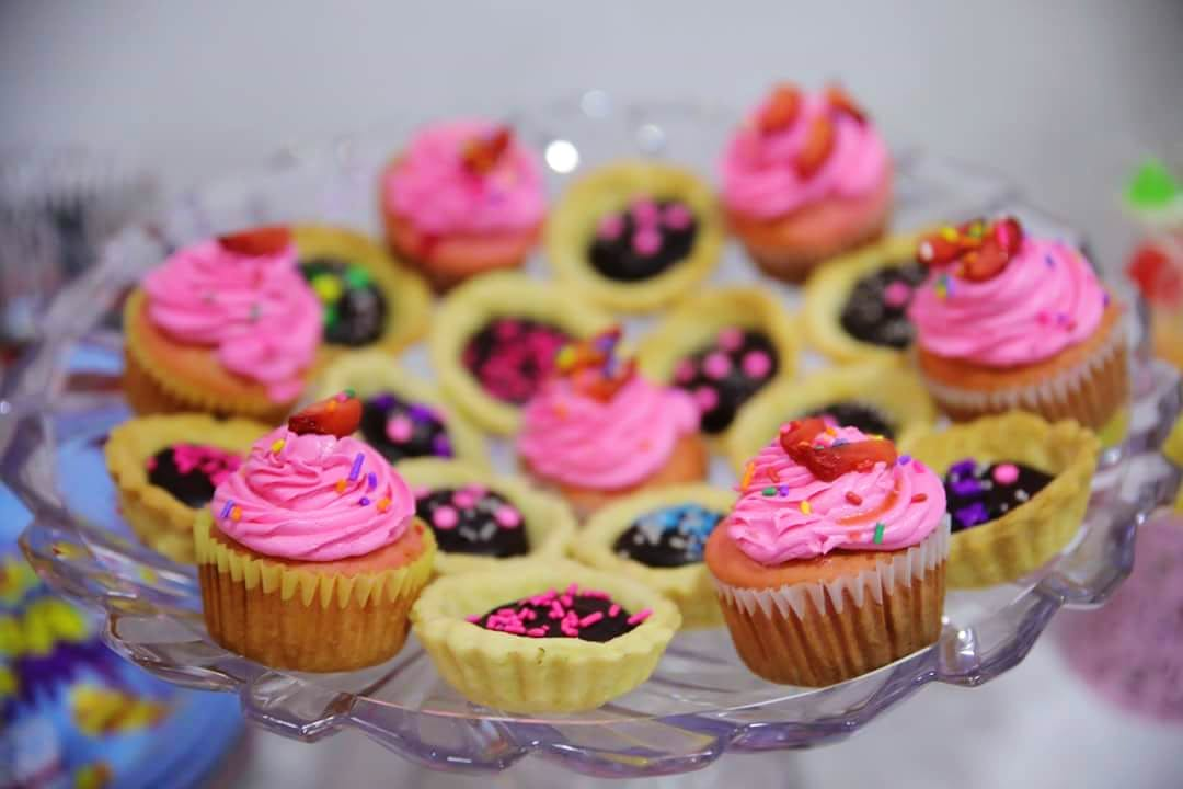 Food,Cupcake,Buttercream,Pink,Icing,Sweetness,Baking,Dessert,Cake decorating,Muffin