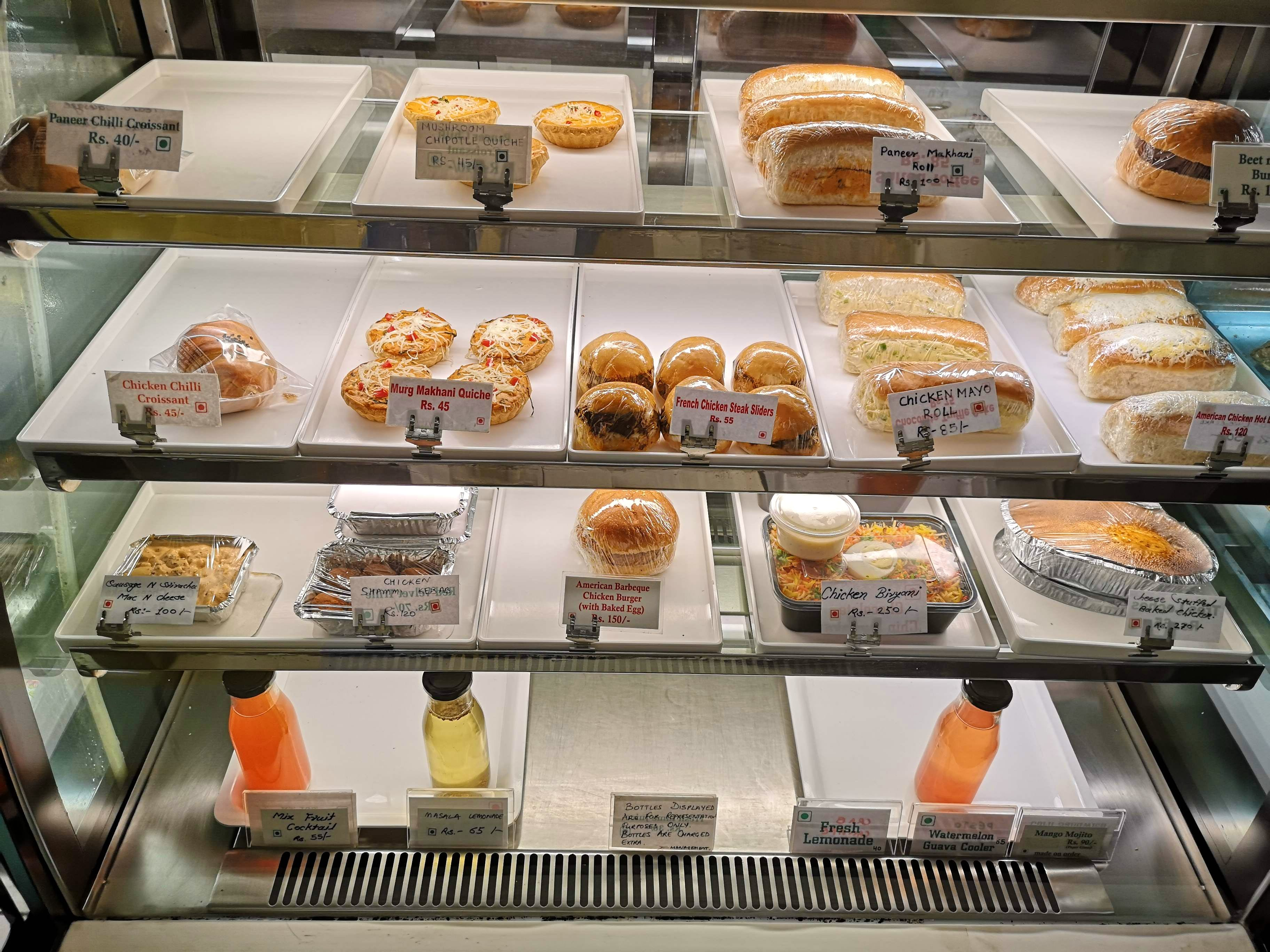 Bakery,Display case,Pâtisserie,Food,Baking,Pastry,Cuisine,Dish,Delicatessen,Delicacy