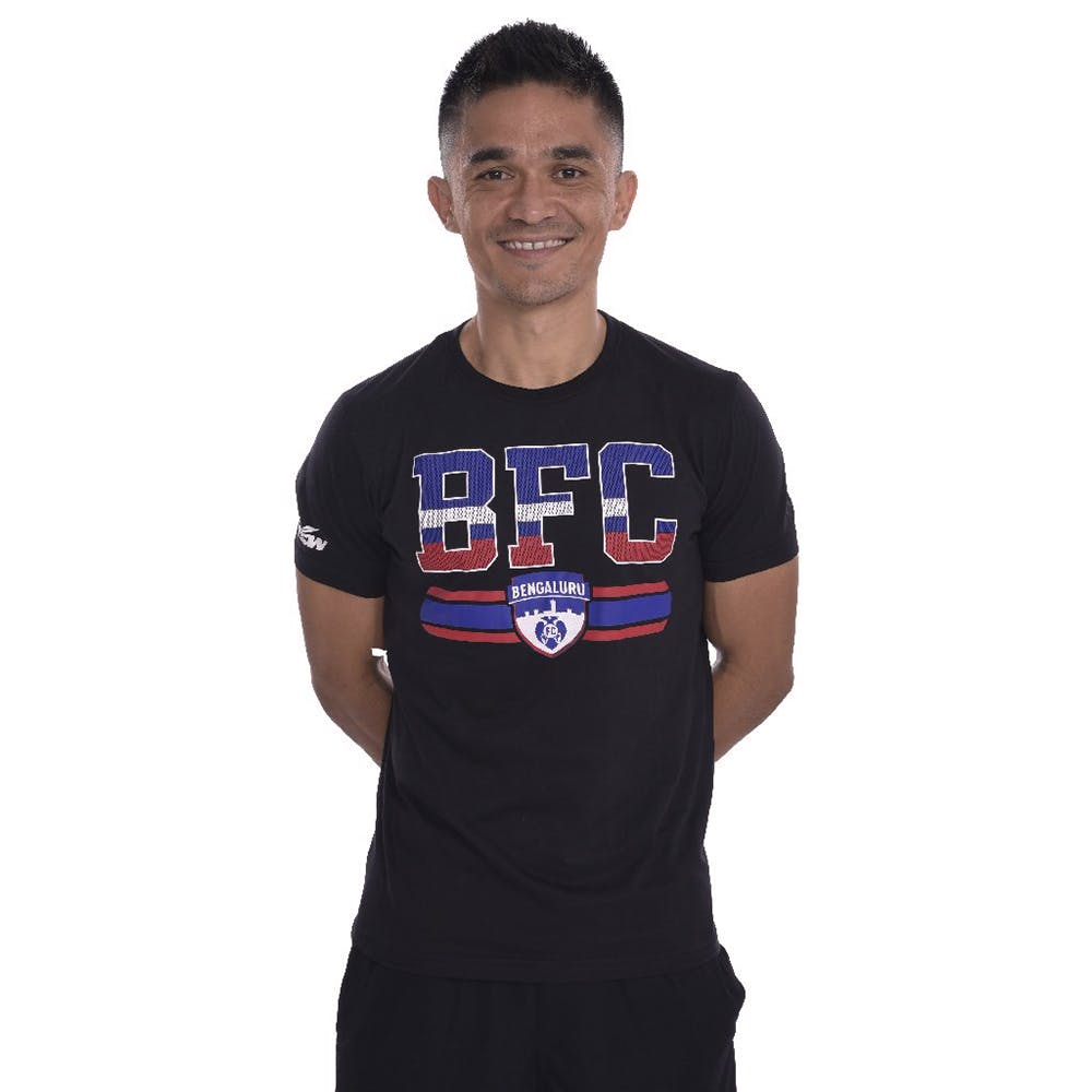 T-shirt,Clothing,Sleeve,Product,Top,Active shirt,Neck,Pocket,Font,Sportswear