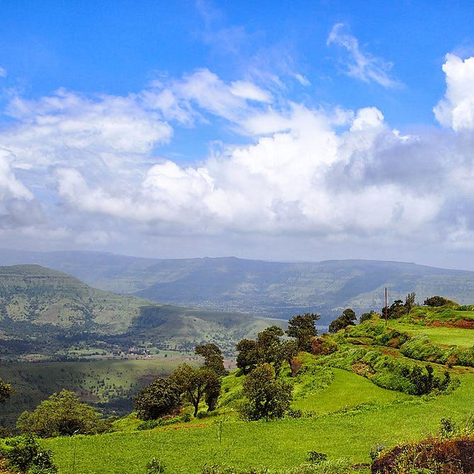 Mountainous landforms,Natural landscape,Nature,Sky,Vegetation,Hill station,Mountain,Highland,Hill,Green