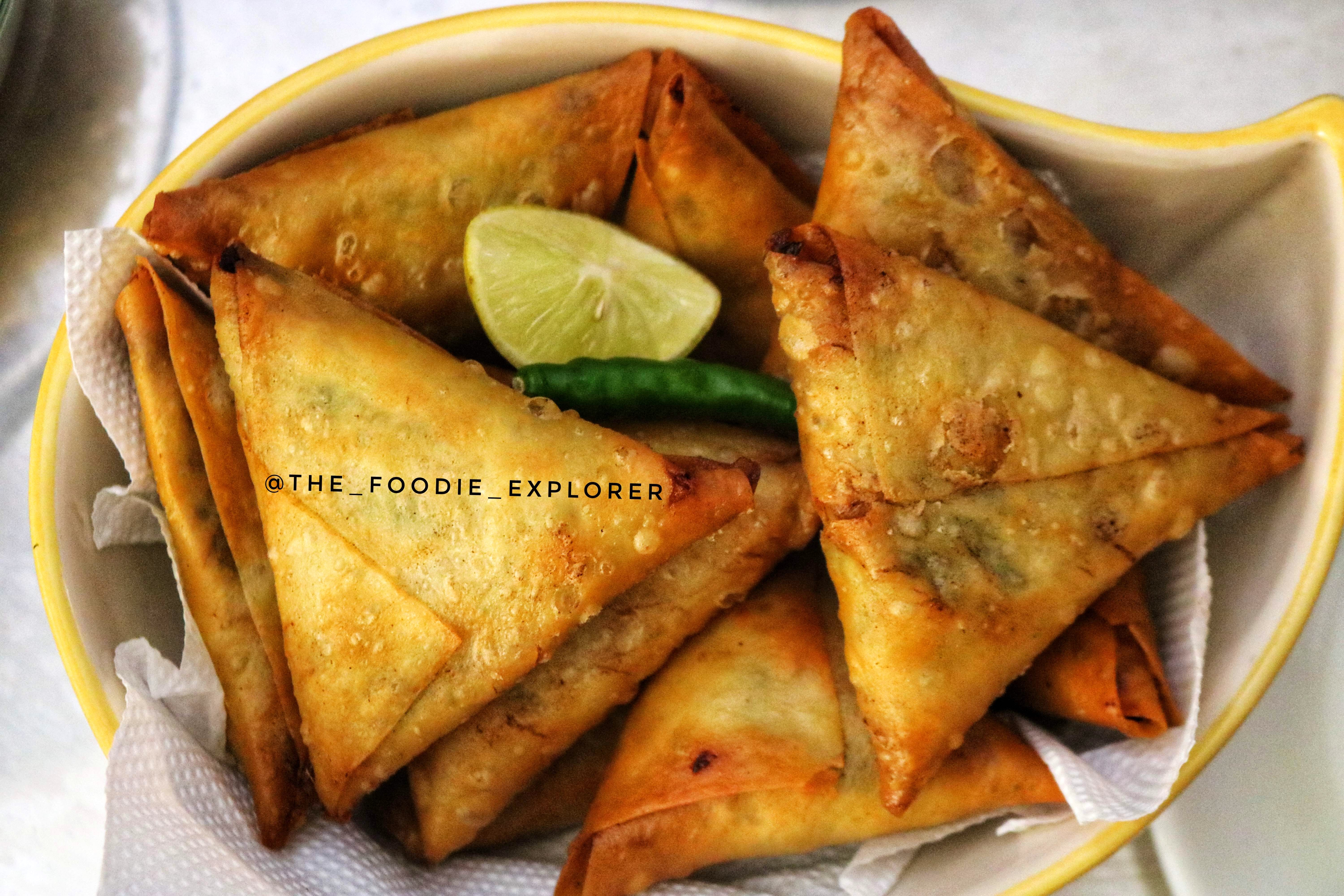Dish,Food,Cuisine,Fried food,Ingredient,Produce,Baked goods,Pastry,Samosa,Recipe