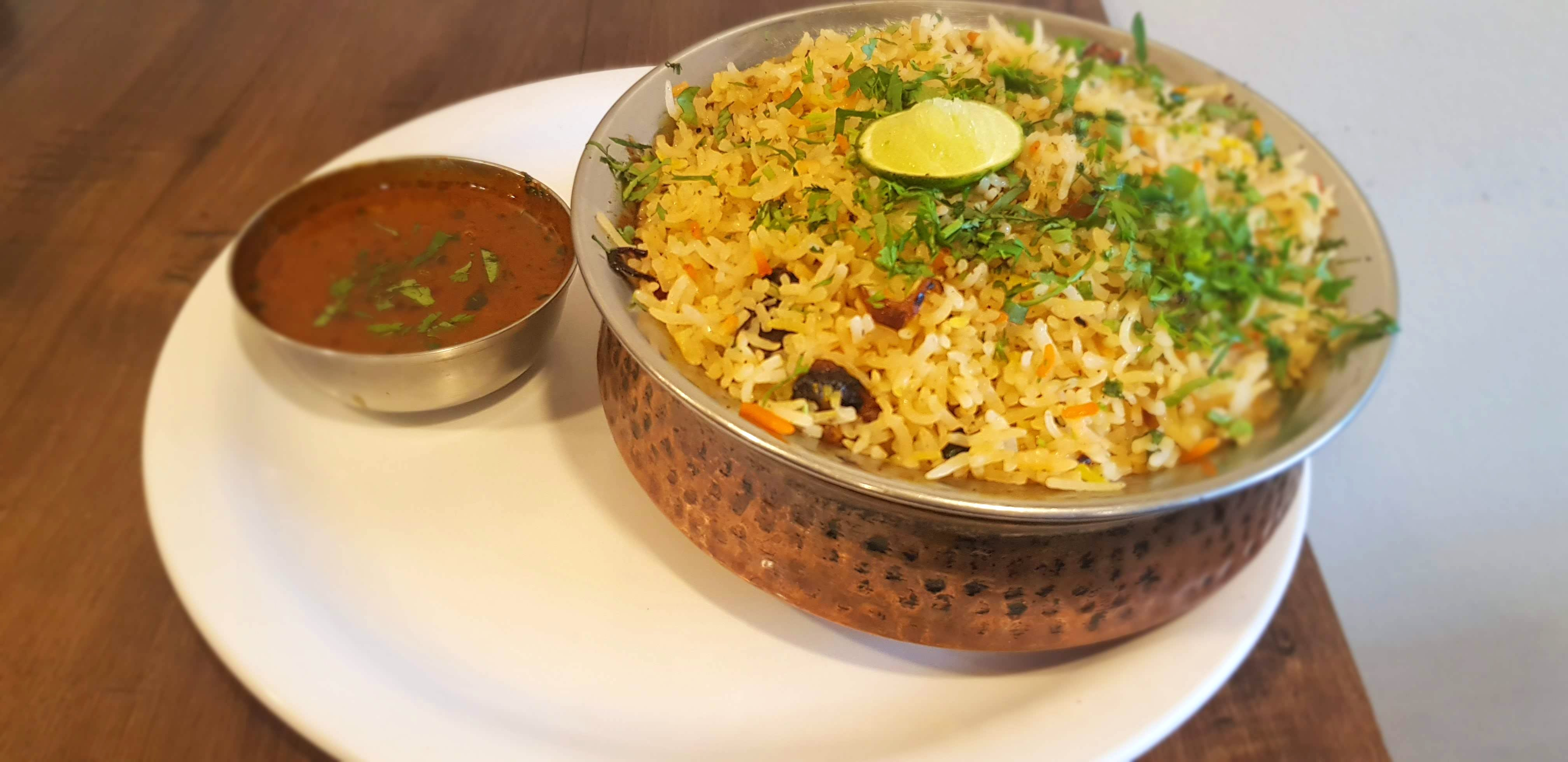 Dish,Food,Cuisine,Spiced rice,Puliyogare,Biryani,Ingredient,Hyderabadi biriyani,Yeung chow fried rice,Pulihora