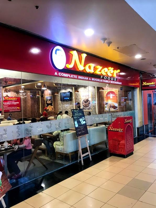 Building,Fast food restaurant,Shopping mall,Food court,Restaurant,Retail