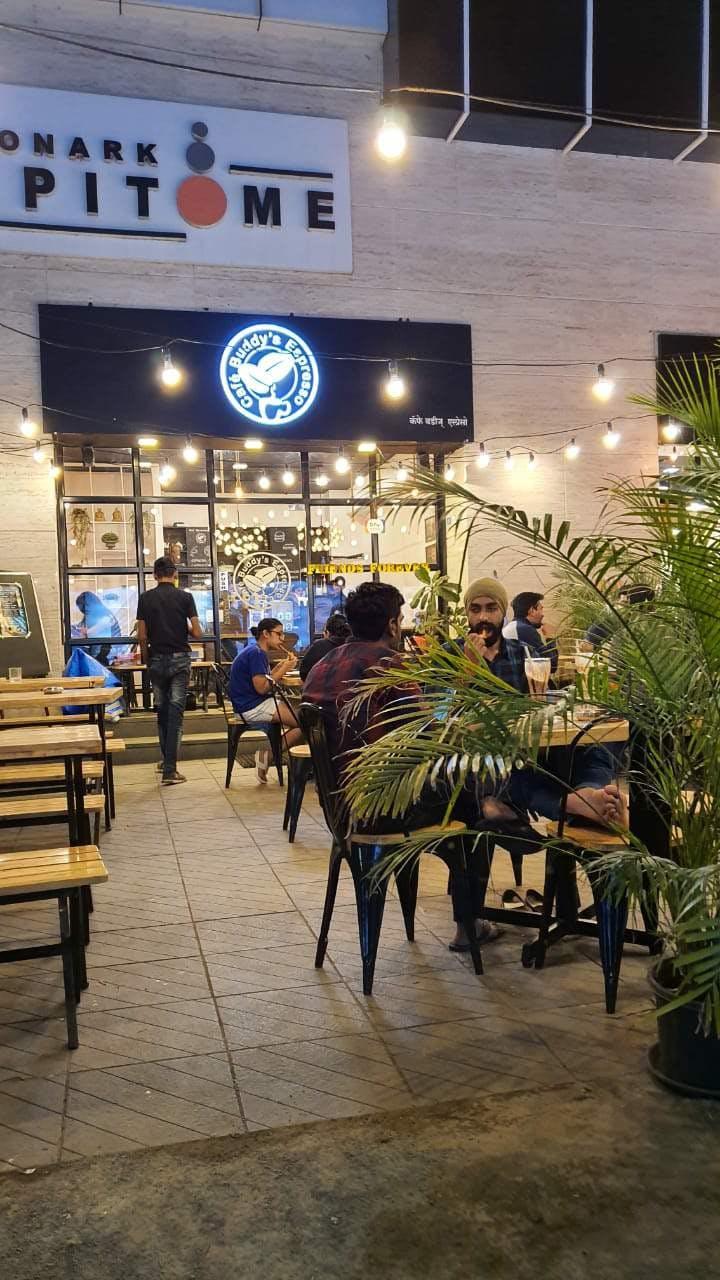 Restaurant,Night,Tree,Building,Food court,Table,Plant,Cafeteria,Café,City