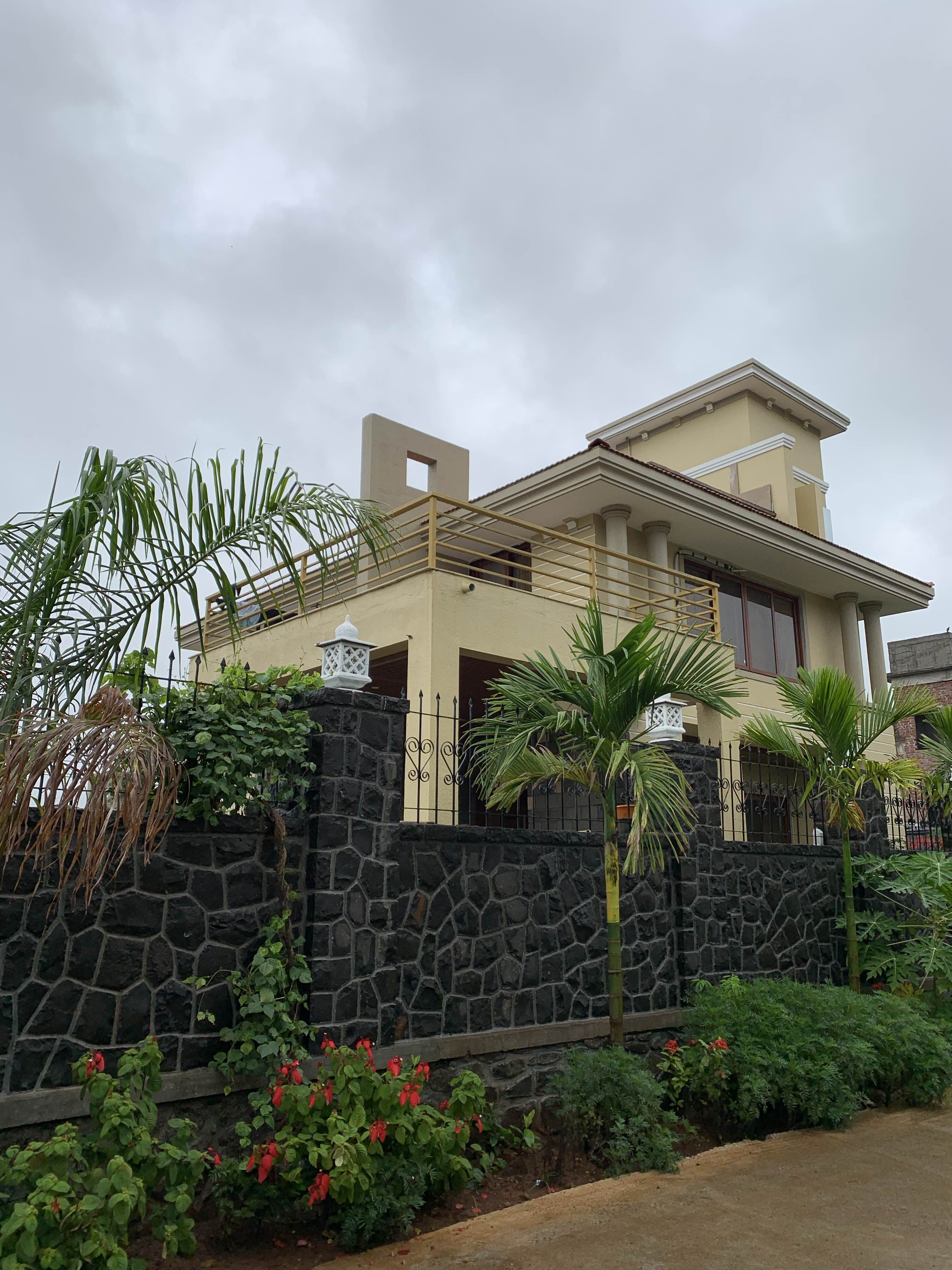 House,Property,Vegetation,Residential area,Home,Architecture,Building,Tree,Real estate,Roof