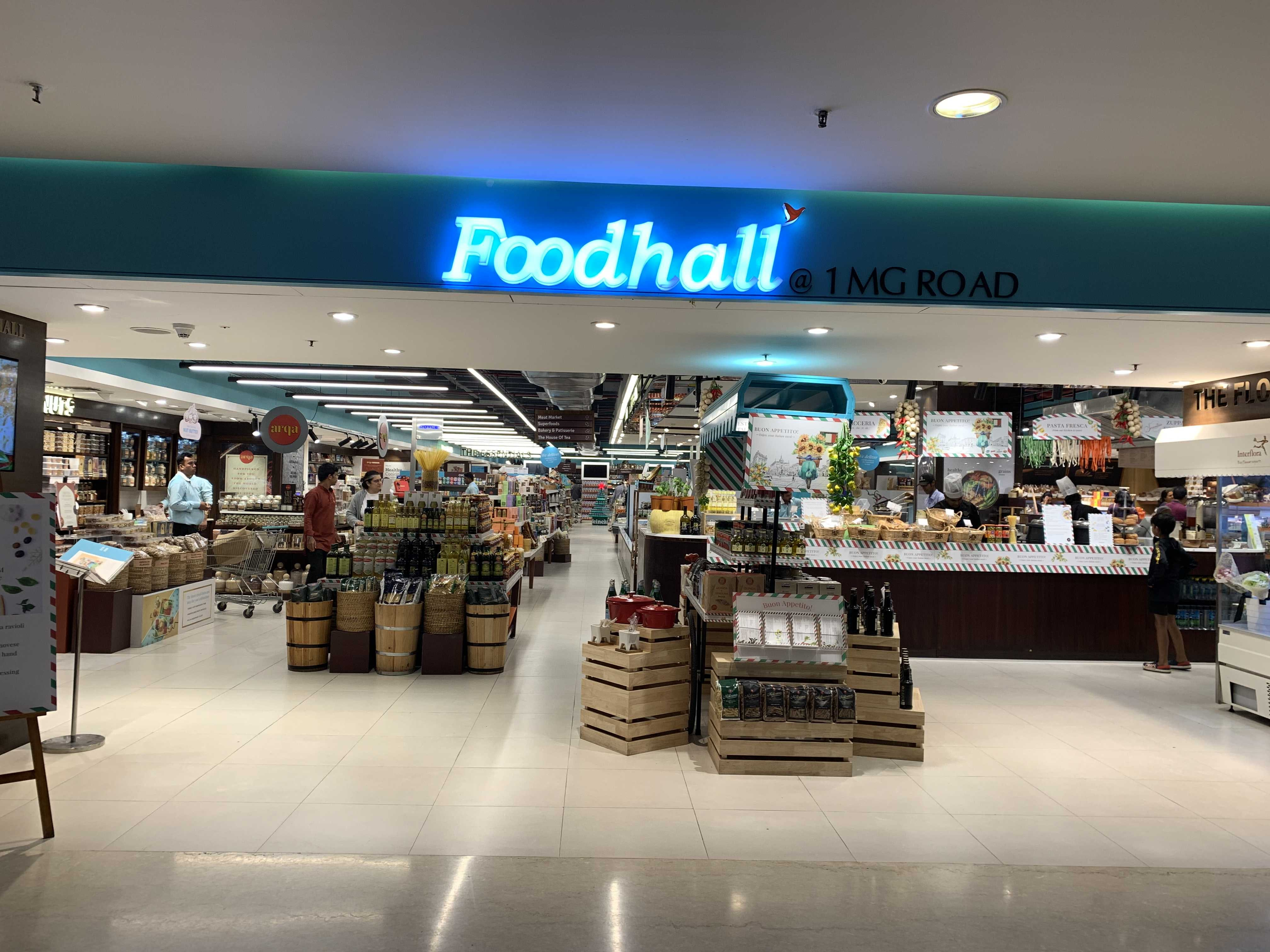 Building,Retail,Outlet store,Shopping mall,Trade,Interior design,Shopping,Convenience store,Supermarket