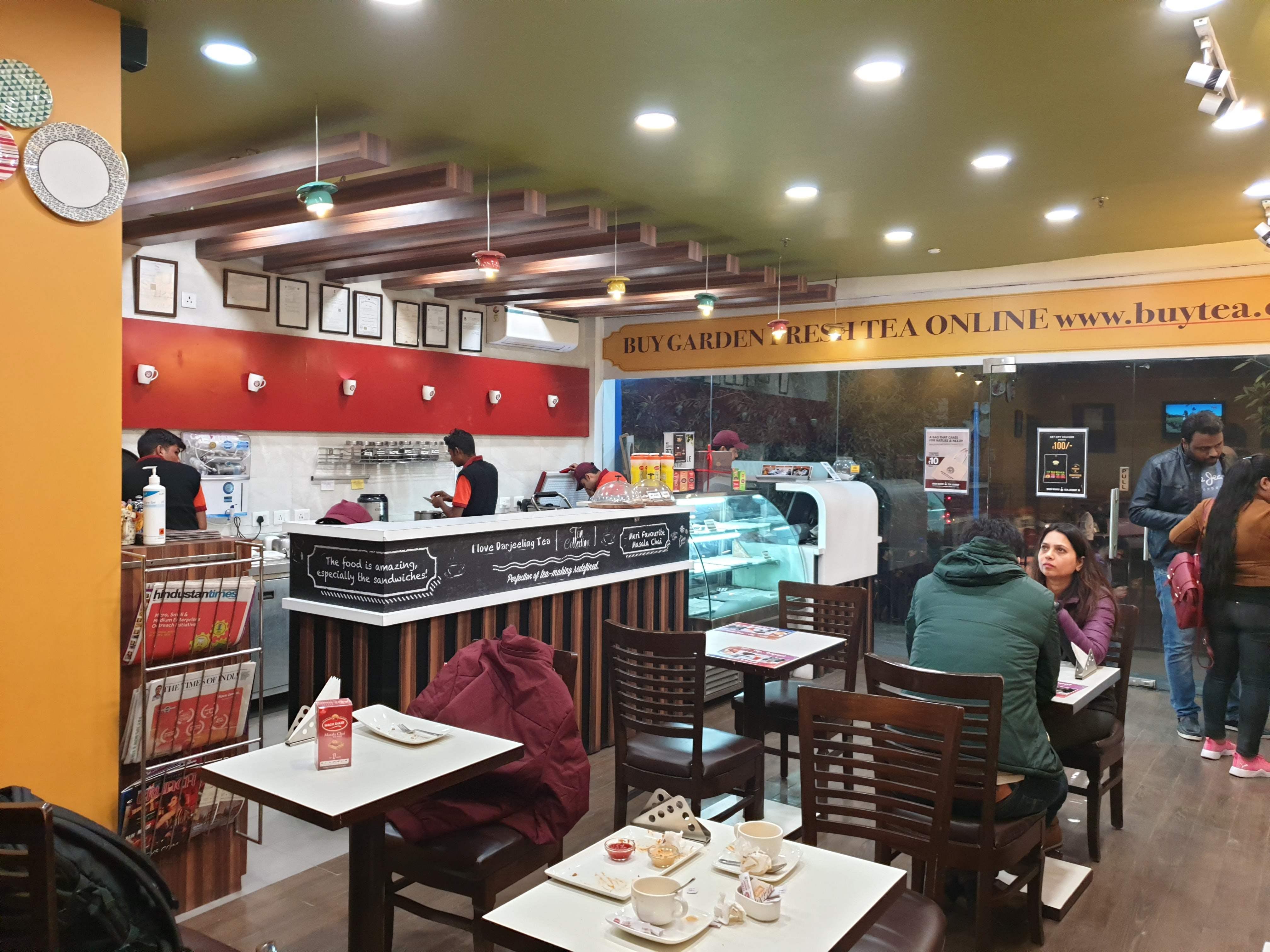 Building,Interior design,Restaurant,Outlet store,Customer,Food court,Retail,Fast food restaurant