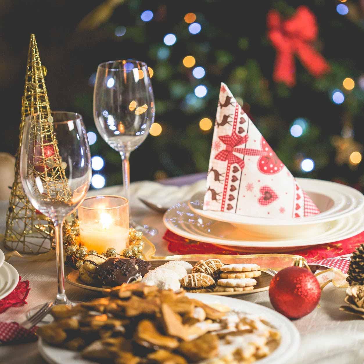 Christmas decoration,Christmas eve,Christmas,Christmas tree,Table,Cuisine,Event,Food,Christmas dinner,Party hat