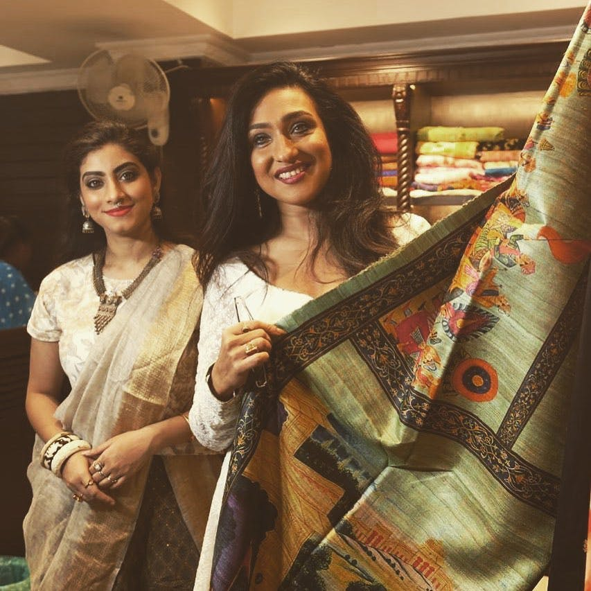 Cool,Fun,Smile,Sari,Textile,Photography,Selfie,Long hair,Photo shoot,Fashion design